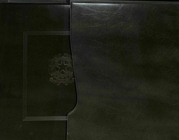 MATERIALE FILATELICO - Album Marini Repubblica 22 anelli con custodia - completo di pagine dal 1975 al 1989 - ottime condizioni